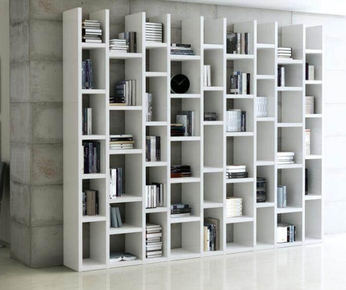 boekenkast op maat met speelse indeling
