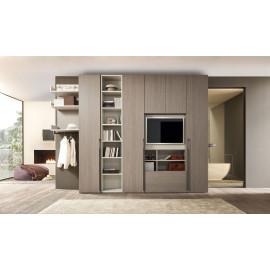 Garderobekast met draaideuren en ruimte voor televisie