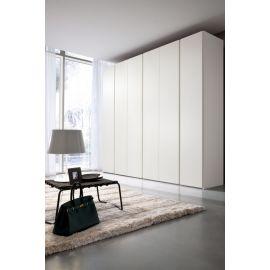 Garderobekast met draaideuren in wit houtfineer