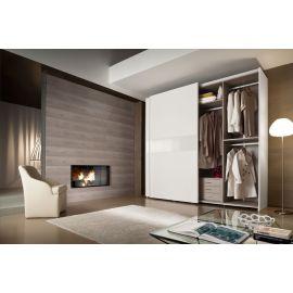 Garderobekast met schuifdeuren en horizontale baan